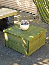 Buld a stylish outdoor coffee table
