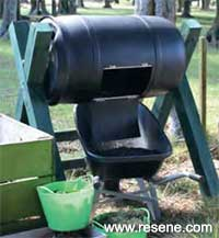 A Clever Rotating Compost Bin A Kiwi Gardener Project