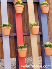 Build pallet hanger wall for your garden