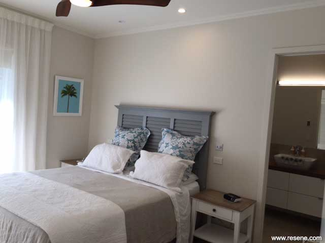 1920s bungalow at the beach with a neutral colour scheme