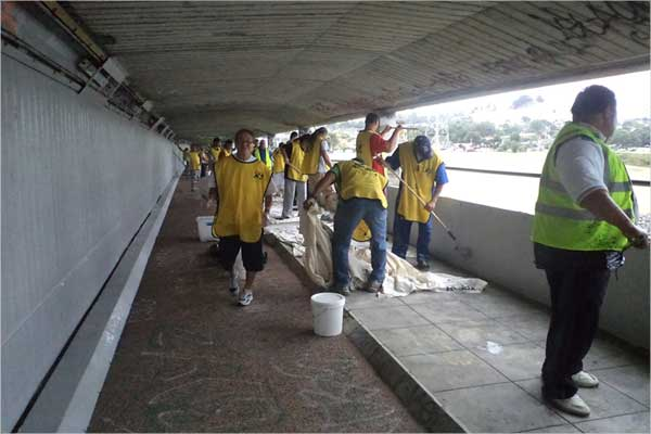 Helping Hands at work painting the entire walkway under Mangere Bridge with PaintWise EchoPaint